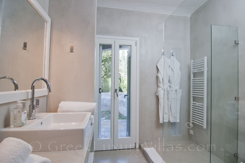 Bathroom of Guesthouse in Villa Andros