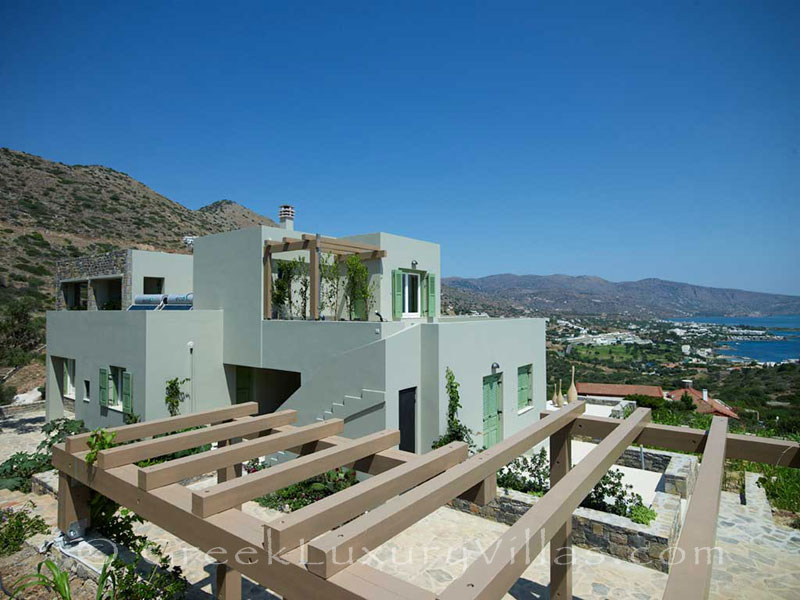 A luxury villa for large groups in Elounda, Crete