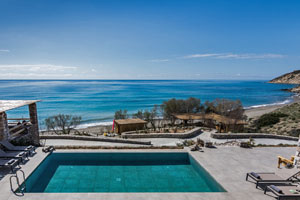 Large Absolute Beachfront Villa with Pool in Crete