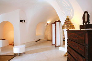 Luxurious Santorini Villa sleeping 10 guests